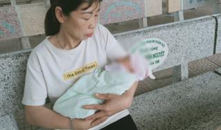 Bắc Giang: Bé trai sơ sinh bị bỏ rơi cùng lời nhắn