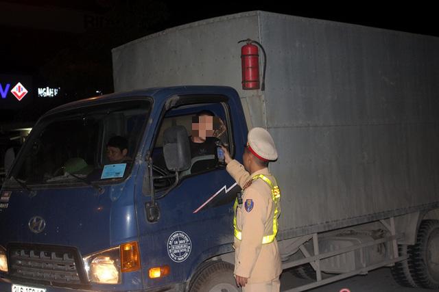 Sử dụng rượu bia, một tài xế bị phạt 35 triệu đồng, tước giấy phép lái xe 23 tháng