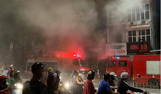 Hà Nội: Cháy lớn ở phố Tôn Đức Thắng, nghi nhiều người mắc kẹt