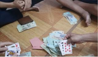 3 cán bộ huyện đánh bạc