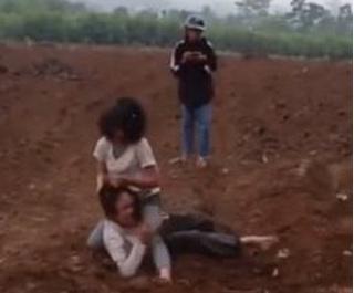 Nghệ An: 2 nữ sinh hẹn đánh nhau vì nhìn mặt thấy