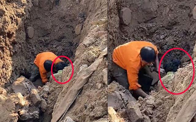 Người đàn ông đào được dưới hố sâu 2 mét hiện ra sao