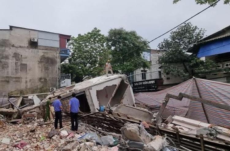 Nhà 3 tầng bất ngờ đổ sập, chủ nhà tiết lộ số tài sản bị vùi lấp