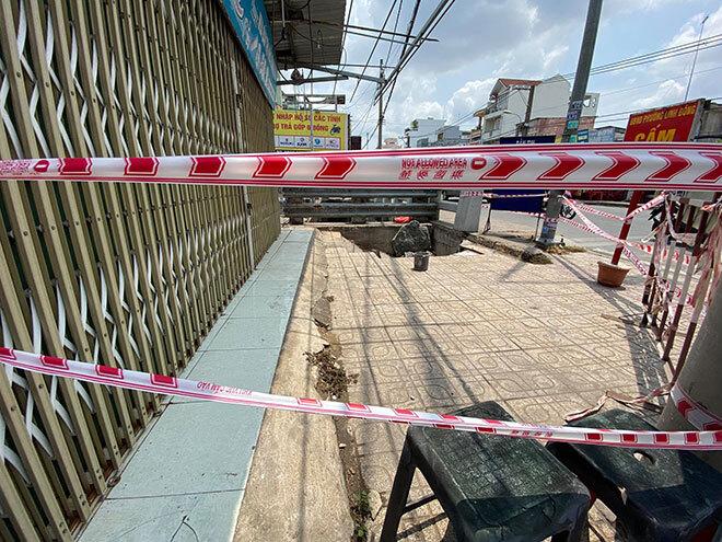 Hố tử thần khổng lồ xuất hiện ở TP Thủ Đức, nuốt chửng cả xe máy