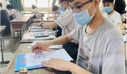 TP.HCM: Chóng mặt với mức học phí mới của các trường đại học