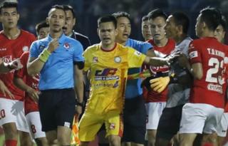 Thủ môn Thanh Thắng bị treo giò 3 trận, Bùi Tiến Dũng có cơ hội bắt chính?