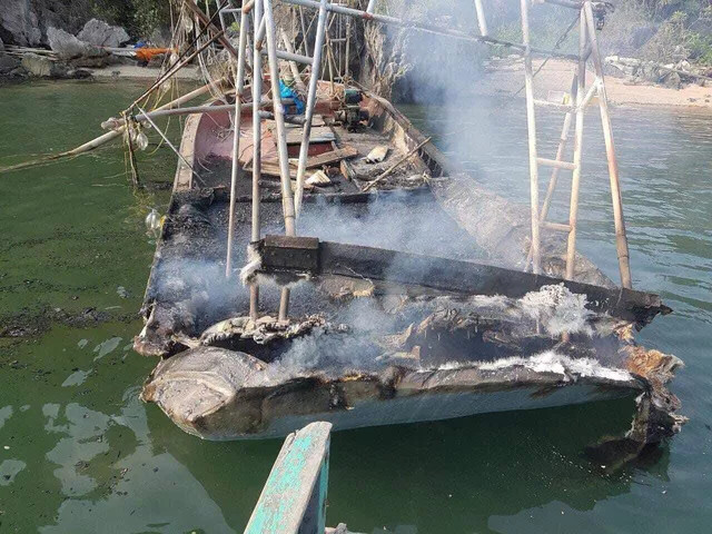 Cháy tàu, 3 anh em ruột bị bỏng nặng