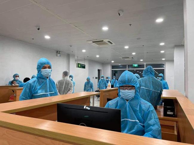 2 người trở về từ Nhật Bản dương tính với SARS-CoV-2