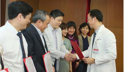 Bệnh viện Bạch Mai: Chỉ 15,3% nhân viên y tế hài lòng toàn diện