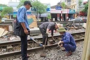 Đường sắt lại nợ lương người lao động: Vướng ở đâu?