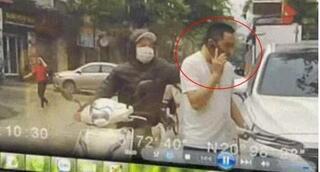 Hà Nội: Đang đi bộ, người đàn ông bị tên cướp giật phăng chiếc dây chuyền