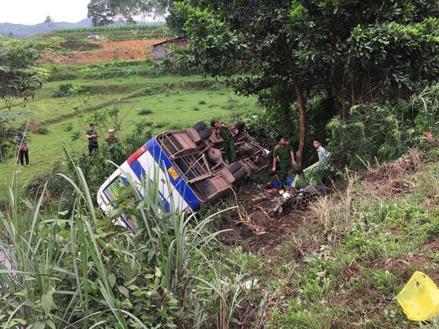 Xe chở công nhân gặp nạn, 1 người thiệt mạng, nhiều người bị thương