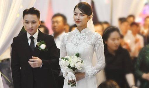 Nhan sắc vợ hot girl của Phan Mạnh Quỳnh xinh đẹp