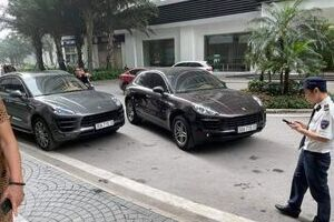 """Công an xác minh vụ 2 xe Porsche """"sinh đôi"""", giống đến cả… biển số xe"""