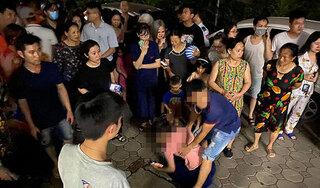 Bé gái 4 tuổi rơi từ tầng 24 chung cư: Mẹ gào khóc gọi con