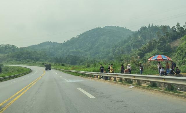 Tuyến cao tốc Nội Bài - Lào Cai, nhiều nhà xe coi thường pháp luật