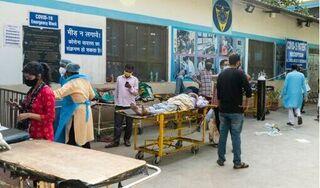 Bệnh nhân Covid-19 tử vong trước cửa bệnh viện, Ấn Độ đối mặt 500.000 ca nhiễm mỗi ngày