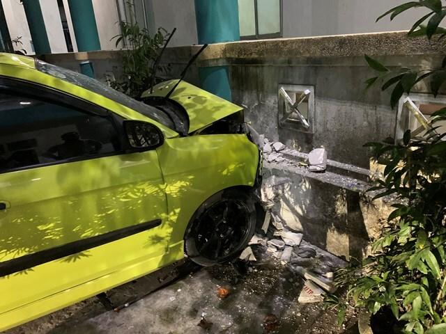 Đạp nhầm chân ga tông xe cứu thương khiến 3 người trọng thương