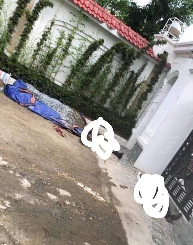 4 người đến nhà gây sự, 2 người bị bắn chết