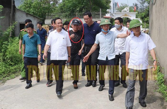 Vì sao Công an Nghệ An không còng tay kẻ bắn chết 2 người lúc đưa y ra xe