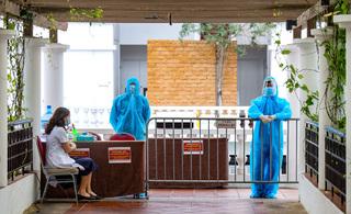 Hà Nội ghi nhận 2 trường hợp liên quan đến chuyên gia Trung Quốc dương tính với SARS-CoV-2