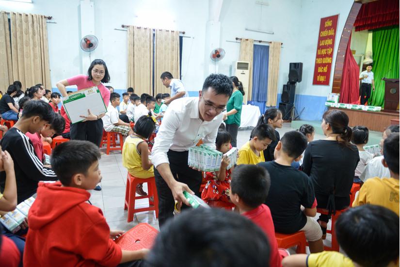 Quỹ sữa Vươn cao Việt Nam của Vinamilk khởi động năm 2021 với 31.000 ly sữa yêu thương từ cộng đồng
