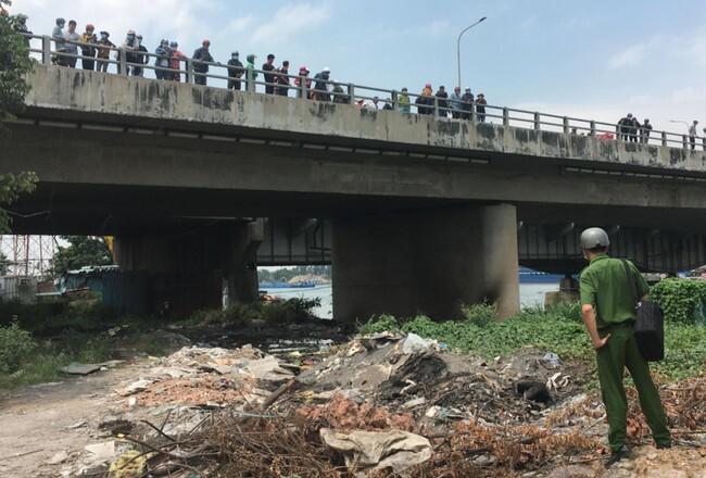 Nóng: Phát hiện thi thể cháy đen dưới chân cầu Đồng Nai