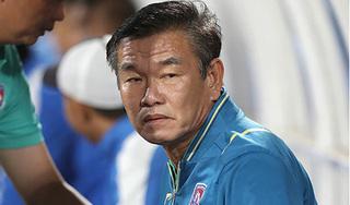 """2 lần HLV Phan Thanh Hùng """"đột ngột"""" bị bệnh tim, xin rời CLB"""