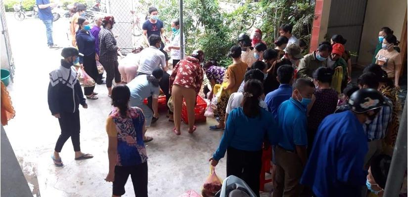 Người dân gọi nhau giải cứu 150 mâm cỗ cho cặp đôi hoãn đám cưới vì dịch Covid-19