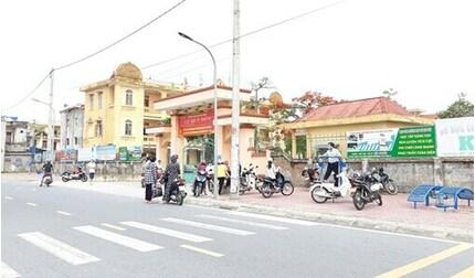 Hiệu trưởng trường có học sinh nhiễm Covid-19 ở Nam Định: 'Hãy vịn vai nhau để đi nếu mệt nhé!'