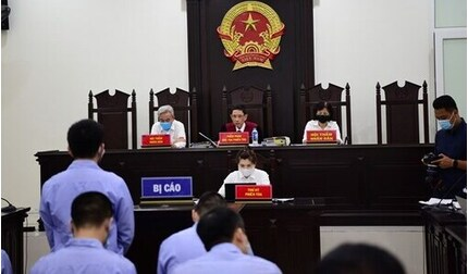 Xét xử 4 cựu thanh tra giao thông bảo kê 'xe vua' ở Hà Nội\