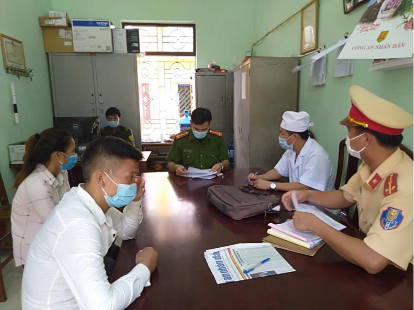Nam thanh niên đèo bạn gái thông chốt kiểm soát dịch bệnh ở Bắc Giang