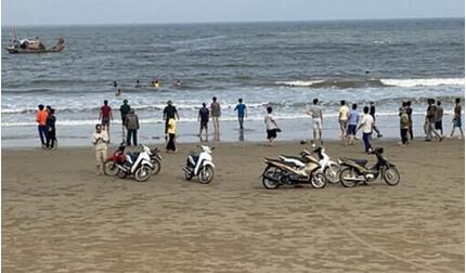 Nam Định: Xác định danh tính các học sinh bị sóng biển cuốn trôi