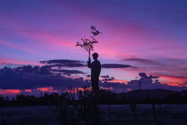 MV mới của Đen Vâu vượt Sơn Tùng, vì ai cũng có những cuộc trốn tìm
