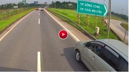 CSGT nói về tranh luận tài xế lùi xe Innova trên cao tốc Hà Nội - Thái Nguyên là