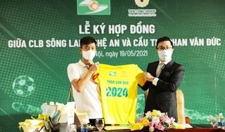 Nhận lót tay 10,5 tỷ đồng, Phan Văn Đức chính thức ở lại SLNA