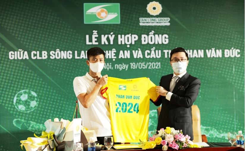 Phan Văn Đức nhận lót tay 10,5 tỷ đồng từ SLNA