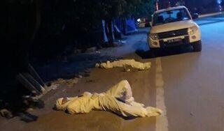 Giám đốc Sở Y tế Điện Biên bật khóc khi nhìn 2 cán bộ y tế kiệt sức, nằm ngủ vệ đường