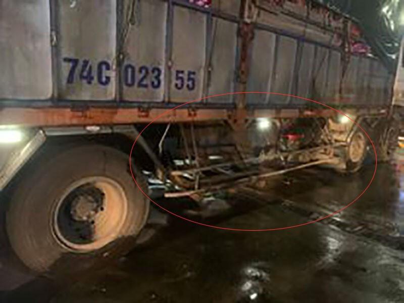 Xe tải gây tai nạn khiến 1 người tử vong, 1 nạn nhân khác bị đưa đi gần 20km