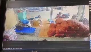 Thanh Hóa: Đang nằm nghỉ, chủ ki-ốt bị kẻ lạ đâm liên tiếp tử vong