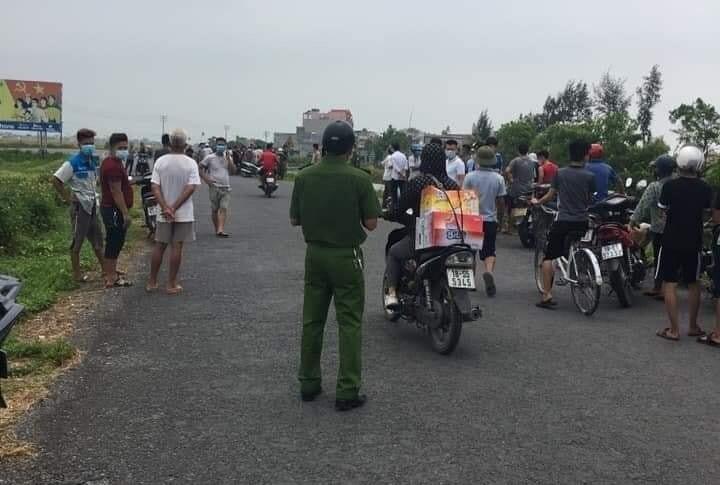 Bàng hoàng phát hiện thi thể dưới dòng sông ở Nam Định