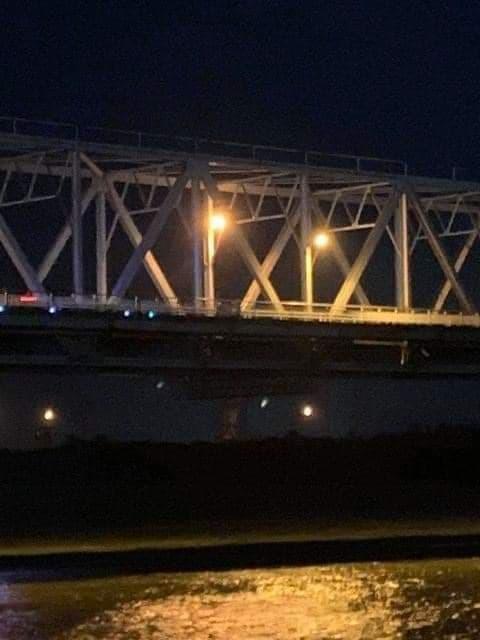 Thầy giáo trẻ để lại xe SH trên cầu, nghi nhảy sông tự tử