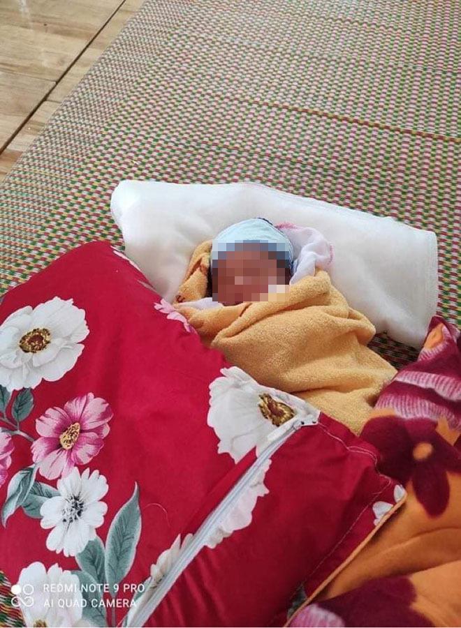 Xót xa hình ảnh bé 3 ngày tuổi phải cách ly vì mẹ mắc COVID-19
