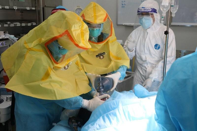 Mổ cấp cứu thành công sản phụ mắc Covid-19, trước đó đã vô sinh 11 năm