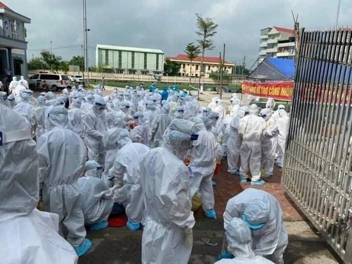 Phát hiện 98 người dương tính SARS-CoV-2 thông qua test nhanh