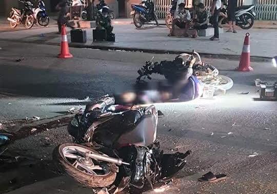 2 xe máy tông trực diện, 4 người thương vong