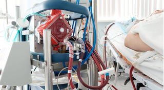 Cô gái 22 tuổi mắc bệnh máu ác tính nhiễm SARS-CoV-2 tử vong