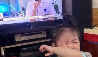 """Thấy mẹ trên tivi, bé gái khóc đòi bế: """"Chẳng biết bao giờ tôi mới được về ôm con vào lòng"""""""