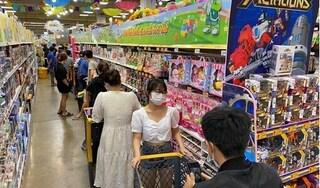 TP Hồ Chí Minh: Người dân Gò Vấp đổ đến siêu thị xếp hàng mua thực phẩm