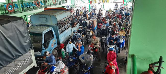 TP.HCM ngưng vận chuyển hành khách đi chùa bằng đường thủy